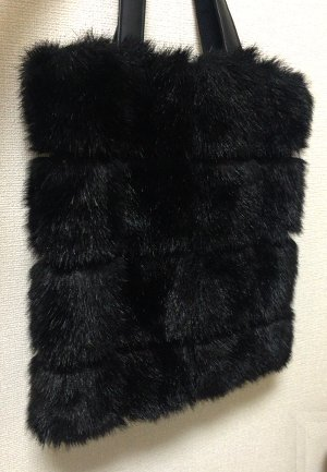 black_fur_bag.jpg