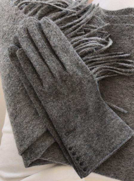 grey_glove.jpg