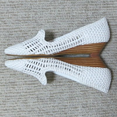 white_mesh_shoes2.jpg
