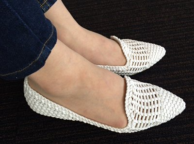 white_mesh_shoes3.jpg