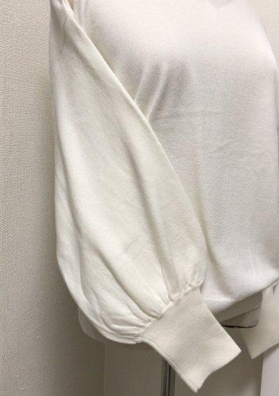 white_vneck_knit2017_2.jpg